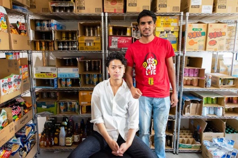 「QuickGet」を展開するクイックゲット(旧レキピオ)創業者でCEO(最高経営責任者)の平塚登馬氏(左)と、共同創業者でCTO(最高技術責任者)のRohit Funde氏