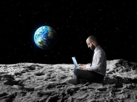 コロナ禍でテレワークが当たり前の世界へ。距離の制約を取り払う技術革新が進む (写真/Shutterstock)