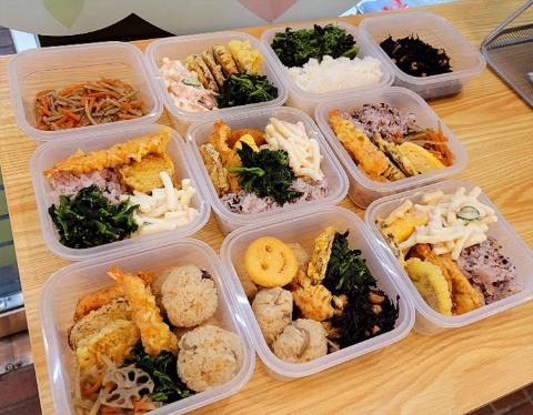循環型地域食堂「ばんざい東あわじ」では、余った総菜を使って無料弁当も提供する