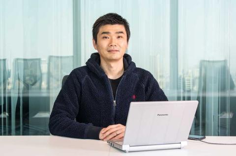 ミクシィの木村弘毅社長(写真)が同社の競輪アプリやスポーツ事業について、IT評論家の尾原和啓氏と対談した