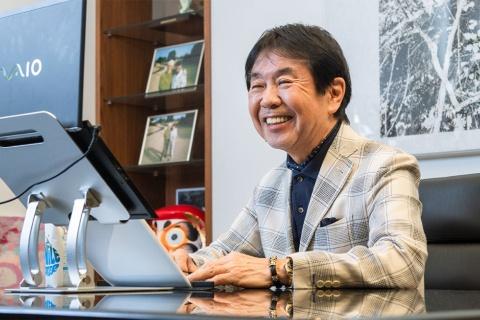 オンライン会議を通してIT評論家の尾原和啓氏と対談するビームス社長の設楽洋氏