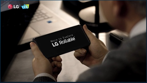 LG電子の説明会では、巻き取り式ディスプレーを内蔵することで、画面の高さが可変となるスマートフォン「Rollable」を紹介。ただ、映像を見せただけで詳細の説明はなかった