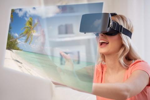 オンライン旅行など自宅で楽しめるサービスが続々(写真/Shutterstock)