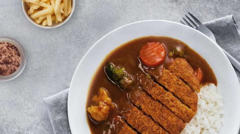 """イケアはプラントベース食品の開発を積極的に進めている。このカツカレーのカツまでも""""肉不使用""""のプラントベースだ"""
