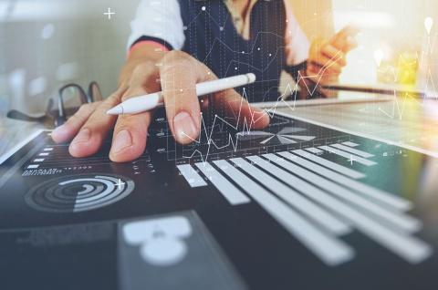 データドリブン企業になるには、トップクラスのデータサイエンティストより実は必要な人材がいる。それは……(写真/Shutterstock)