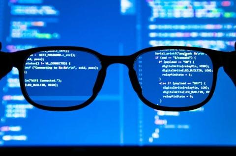 データ分析やDXを進める中で、データサイエンティストを採用、もしくは育成する企業が増えている。人材を育成する際に重要なのは、コードが書けたり、最新のツールを使いこなせたりすることではなく、実は……(写真/Shutterstock)