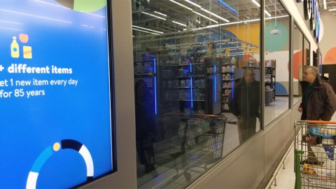 米ニューヨークにある実験店舗。店舗のデータセンター内に店内映像を処理するサーバーが稼働している(撮影/シリコンバレー支局)