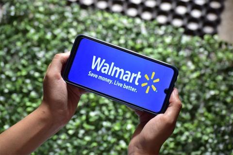 米ウォルマートはアプリで注文した商品を車でピックアップできる仕組みなどを推進している(写真/Shutterstock)