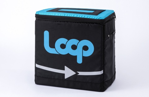 日本国内で使用するLoopのトートケース(開発中)。このトートケースに商品を入れて宅配することで、緩衝材などのごみが出ない