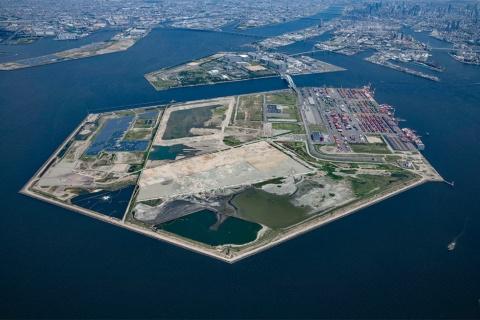 大阪府・市は、万博会場となる夢洲の建設プロジェクトなどで先進的な取り組みを行う計画(写真提供/大阪市 ※撮影時期は2020年8月)