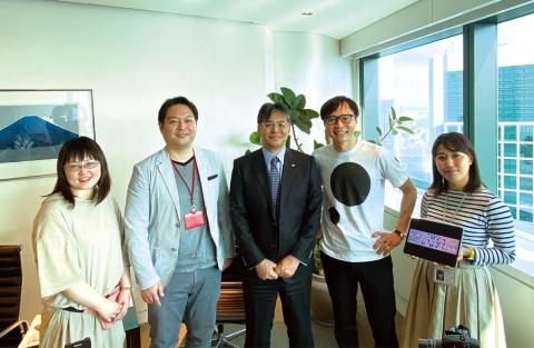 「フジトラ」プロジェクトの社内キックオフの風景。中央が富士通社長の時田隆仁氏で、経営トップが自らプロジェクトの最高責任者を務める