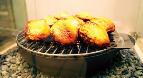 芋けんぴや、松蔵ポテトのレシピを継承したスイートポテトなどを販売