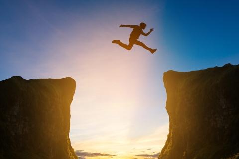 """トライアル率とリピート率はセットで考える。新規層の拡大で訪れる""""谷""""とは……(画像/Shutterstock)"""