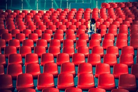 Z世代があえて1人での行動を選ぶ理由は……(画像/Shutterstock)