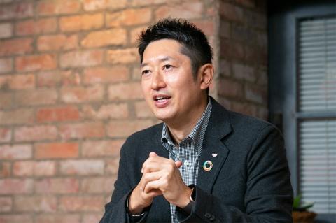 日清食品の安藤 徳隆社長。1977年生まれ。2007年に日清食品に入社し、マーケティング本部や経営戦略本部を経て、15年4月から社長
