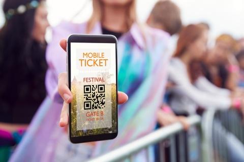 コロナ禍が非接触型の電子チケット化を加速(写真/Shutterstock)