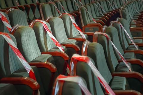 会場のソーシャルディスタンス確保で集客は定員の半分以下に(写真/Shutterstock)