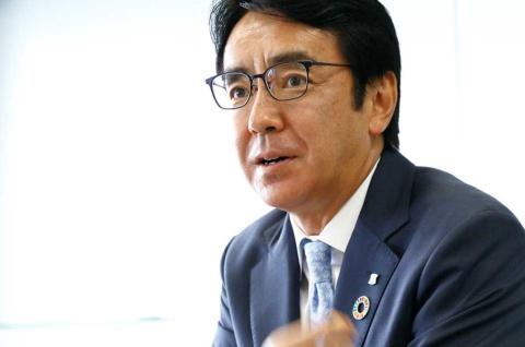 若手マーケターの問いに答えるのは、ローソン社長の竹増貞信氏