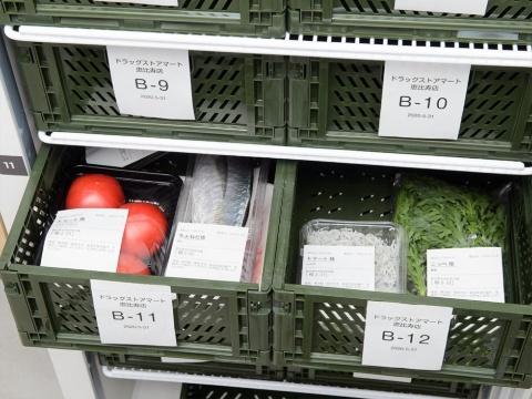 生産者は集荷所でラベルシールを印字して貼るだけで出荷できる