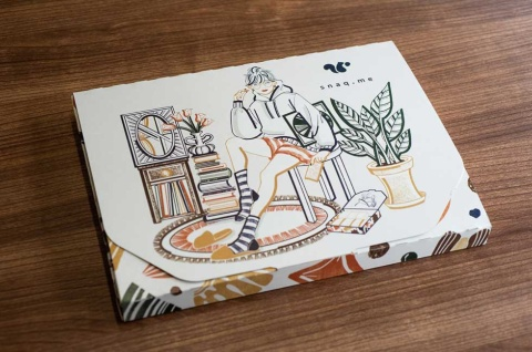 毎月デザインが変わるオリジナルの箱(写真/工藤朋子)