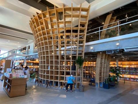 書店ゼロの街をなくす リアル店舗の雄・蔦屋書店の地域密着戦略(画像)
