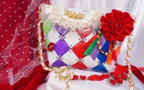 「パチェリエ」は女児向け玩具でありながら、豊富なカラーバリエーションから「推し活」グッズを作れると大人にもウケている