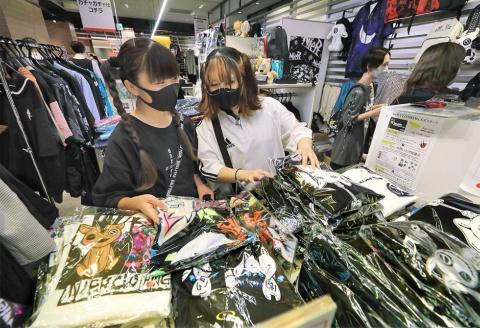 NieR CLOTHINGは、起業から1年で月商1億円を突破した人気ショップ。今回、オリジナルデザインのエポスカード「NieR CLOTHINGエポスカード」の発行も始まった