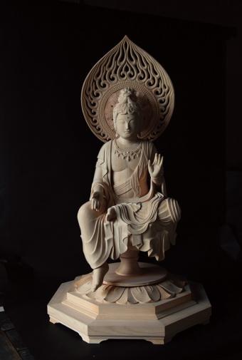 三浦氏の作品「聖観音菩薩半跏像」(写真/たかはしじゅんいち)