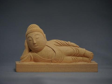 マスコット的な仏像「ねはん仏」
