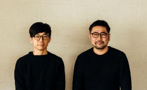 TENTは2011年に青木亮作氏と治田将之氏の2人によって結成されたクリエイティブユニット。青木亮作氏(左)はオリンパスイメージング、ソニーにて録音機器やカメラ、PCおよび周辺機器のプロダクトデザインをはじめ商品戦略や企画を行う。治田将之(右)はデザイン事務所、生活雑貨メーカー勤務を経て、フリーランスとして家電機器、インテリア用品を中心にプロダクト、パッケージ、カタログまで多岐にわたるデザインを手がける