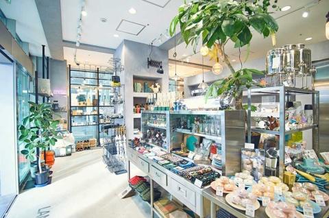 「LAND Lifestyle Shop」では、BASEを活用したECサイトが店舗の3倍の売り上げとなっている