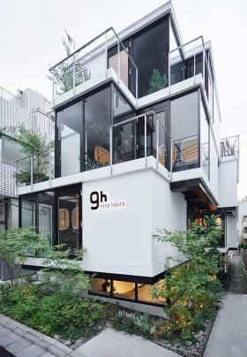 「ナインアワーズ赤坂」は、床から天井までをガラスの壁にして、都市と一体化した空間にしている(写真/ナカサ&パートナーズ)