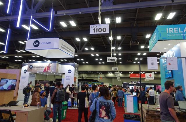 SXSWのメイン会場となったオースティン・コンベンションセンターの内部。毎年約40万人の参加者が集まる。コンベンションセンター内での展示では、企業のブースのほか国別コーナーが設けられている。日本コーナーでは、スタートアップ、企業、大学からの参加が注目を集めていた