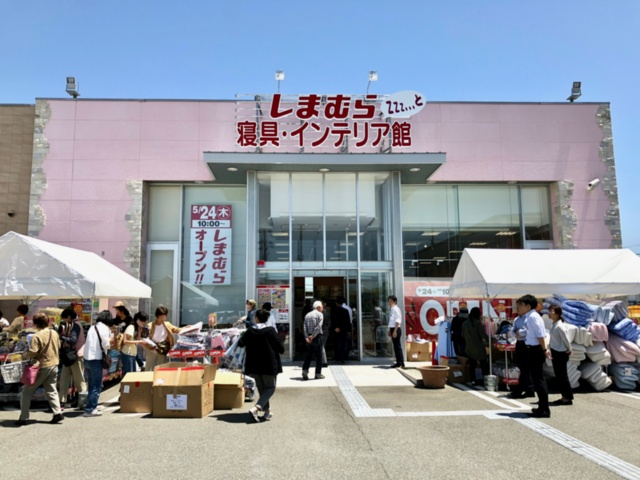 神戸市内にオープンした「しまむら 寝具・インテリア館 Zzz... と 神戸西店」。アベイルに併設する靴の専門店「ディバロ神戸西店」を業態転換した