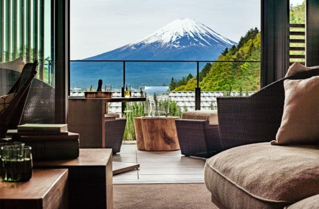 「ふふ 河口湖」は全室が富士山を望むスイートルームで、天然温泉付き