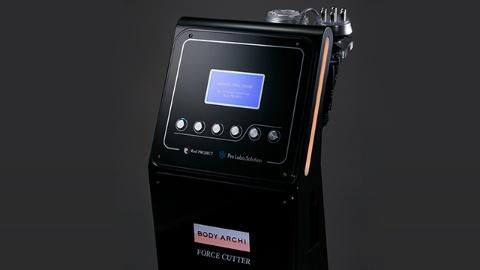 1台4役に対応できる高性能のエステマシン「フォースカッター」。各個室に1台導入しており、時間内なら使い放題だ