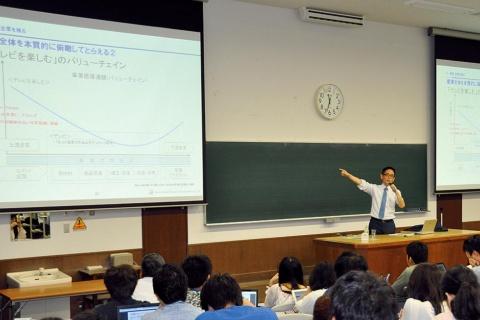 京都大学の経営学特別講義をはじめ、奥野氏は真の「投資」の意義を若者たちに教示する