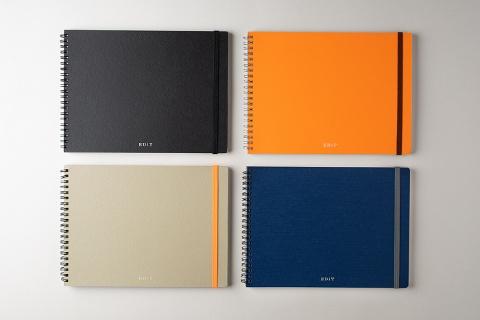 EDiT(エディット)シリーズの「アイデア用ノート」。2015年の第24回日本文具大賞デザイン部門の優秀賞も受賞した。カラーは、アプリコットオレンジやナイトブルー、ミストグレー、ミッドナイトブラックの4種類。価格はA5サイズが1300円で、B5サイズが1500円(税別、以下同)