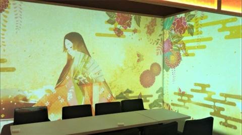 日本昔話コースのイラスト画像を投映した個室内。複数のイラストレーターからコンペで採用した