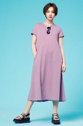 GUのバーチャルヒューマン「YU」は、一般女性の平均的な体形でリアルな着こなしを訴求