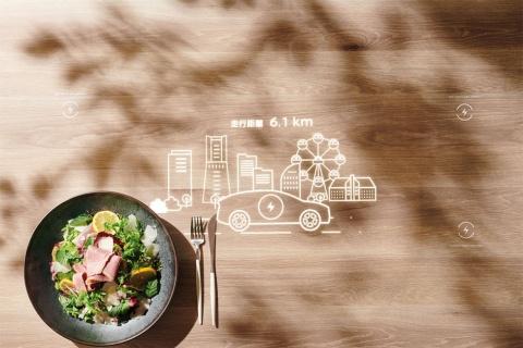 カフェには、パナソニックのステルスディスプレー技術を用いた「インタラクティブ テーブル」を設置(写真/加藤純平)