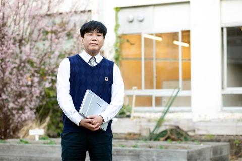 新サービスを運営する「ラフ&ピース マザー」(東京・千代田)の生沼教行氏は吉本の生え抜き社長。マネジャー、番組制作、営業、宣伝を経て現職に就いた(写真/小野さやか)
