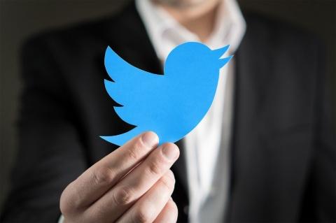 """クラブハウス対抗の「スペース」やクリエイターが収益を上げられる課金サービスの導入など、Twitterが新たな""""経済圏""""の構築に向けて動き出した ※画像はイメージ(画像提供:Tero Vesalainen/Shutterstock.com)"""
