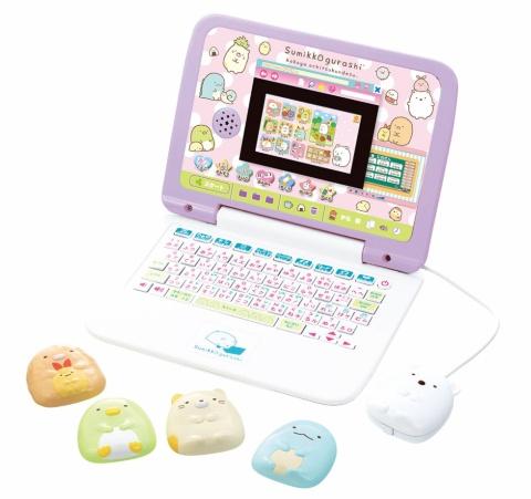 2020年7月発売の「マウスできせかえ!すみっコぐらしパソコンプラス」は1万9800円(税込み、以下同)。「マウスできせかえ!すみっコぐらしパソコン」(19年10月発売)に付属品を追加してデザインなどを一部変更した。トレンドカラーを意識し、全体にパープルな色合いにした ©2020 San-X Co., Ltd. All Rights Reserved.