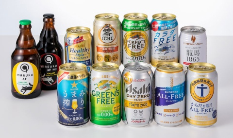 国内で販売しているアルコール度数0.00%のノンアルコールビールの一部。左から時計回りにMARUKU×小樽ビール「MARUKU AF LAGER」「MARUKU AF STOUT」、アサヒビール「アサヒヘルシースタイル」、キリンビール「零ICHI」「パーフェクトフリー」「カラダFREE」、日本ビール「龍馬1865」、サントリー「からだを想うオールフリー」「オールフリー」、アサヒビール「ドライゼロ」、キリンビール「グリーンズフリー」、サッポロビール「うまみ搾り」