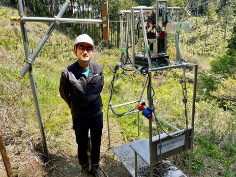 Zip Infrastructure社⻑の須知⾼匡氏。2021年4月12日、神奈川県小田原市の実験線を報道陣に公開した。須知氏は、慶応義塾⼤学に在学中の18年に同社を設立