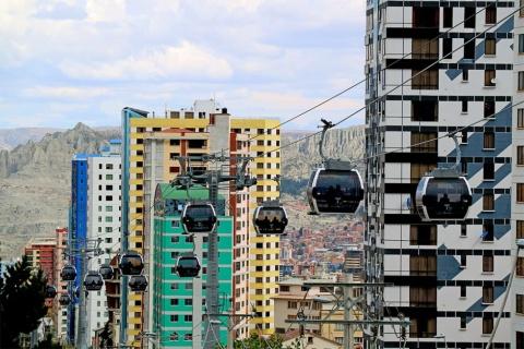 ボリビアの事実上の首都、ラパスで国営企業が運営する都市型ロープウエー「Mi Teleferico(ミ・テレフェリコ)」(写真/Shutterstock)