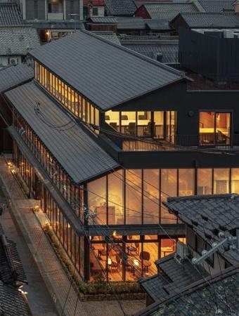 1階、2階に「中川政七商店 奈良本店」や飲食店、3階にコワーキングスペースが入る(写真/淺川 敏)