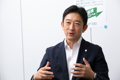 ローソンストア100の佐藤隆史社長。同社のストアコンセプト刷新の狙いを語る