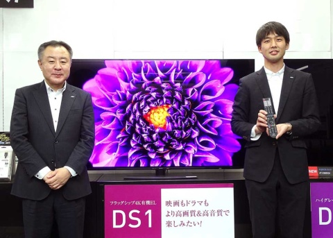 シャープ スマートディスプレイシステム事業本部の鈴木正幸氏(写真左)と廣井健太郎氏(同右)